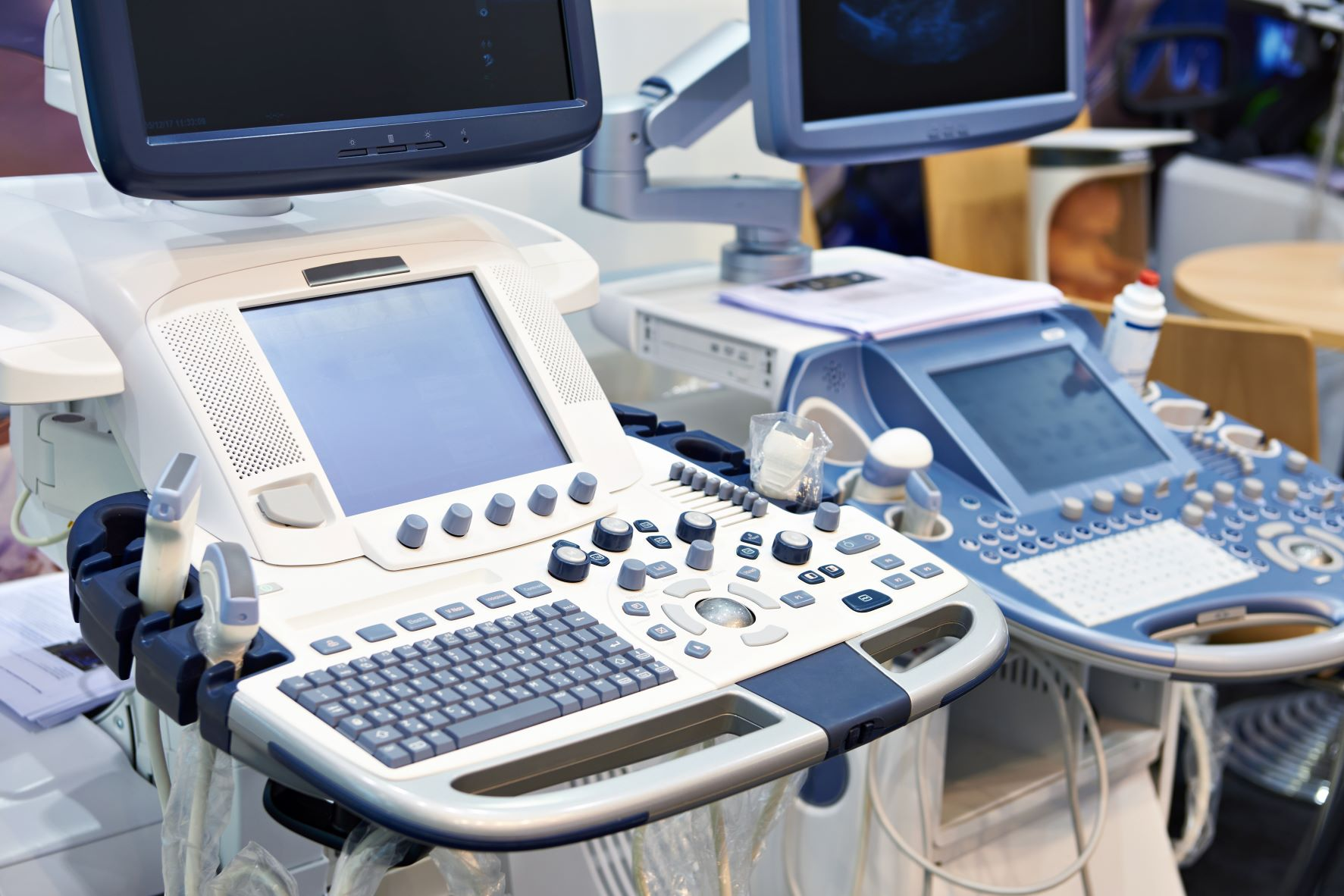 Medical terminal with screen and keyboard